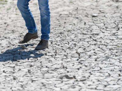 Newsom-boots-drought-836x627.jpg