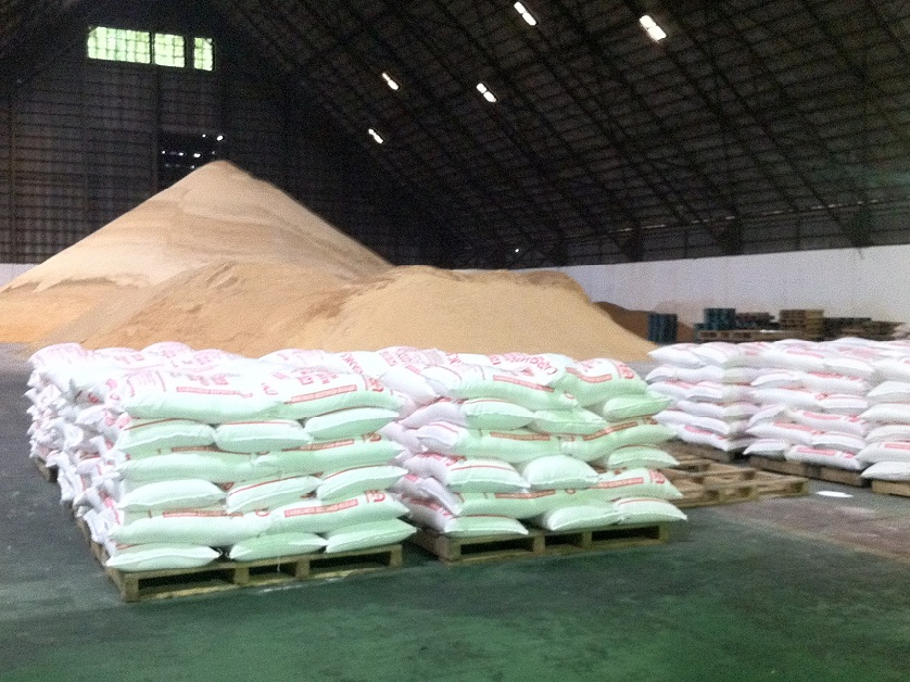 Sacks_of_raw_sugar