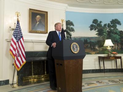 Trump_podium_2