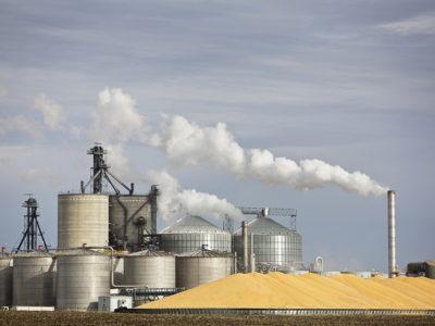 ethanolplant_grainbins_energy