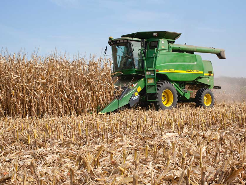 Corn_harvest_tractor_JohnDeere