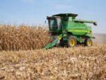 Corn_harvest_tractor_JohnDeere