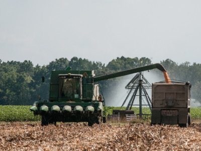 Combine corn unloading