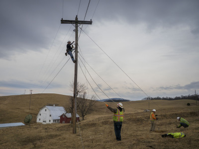 Rural_broadband_power_pole_3